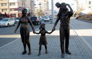 """""""Аз жаргалтай Улаанбаатар хот"""" хөшөөг байршууллаа."""