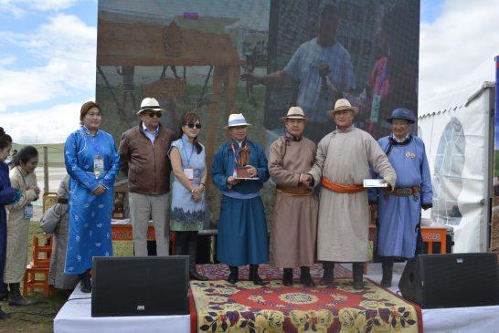 """Энэ жилийн """"Сайхан айраг""""-аар Төв аймгийн Борнуур сумын малчин Н.Ганболдын исгэсэн айраг шалгарлаа"""