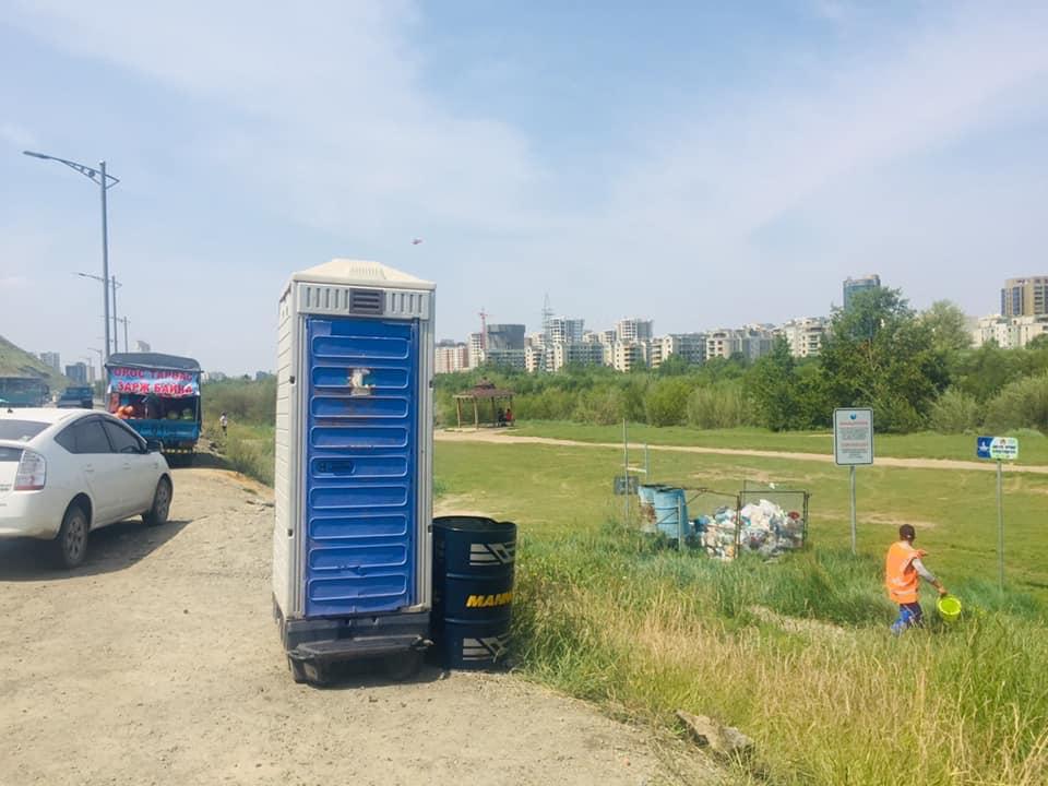 Улаанбаатар хотын Ерөнхий менежерийн тушаалаар Туул голын эрэг дагуу 4 байршилд зөөврийн бие засах газар байршууллаа