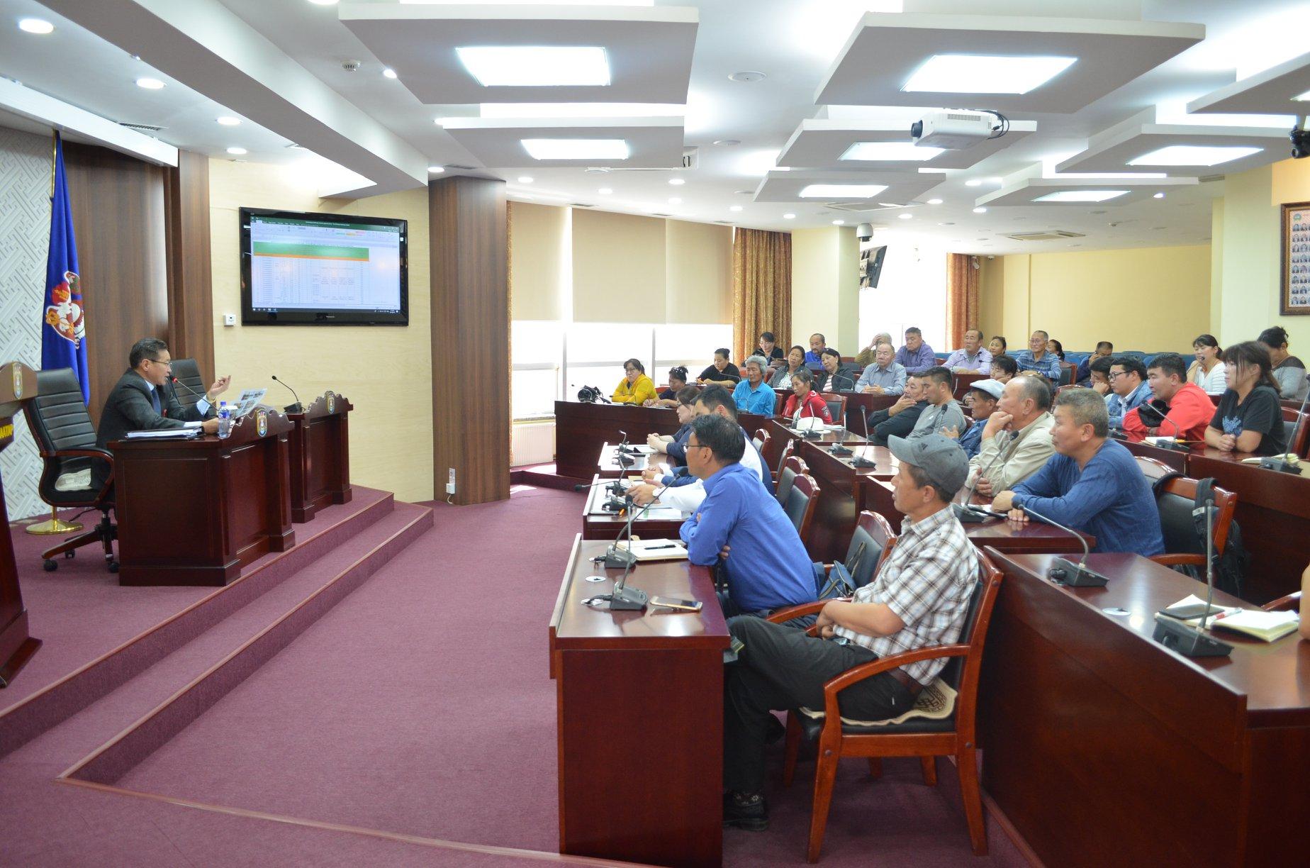 Монгол Улсын Засгийн газрын 2018 оны 62 дугаар тогтоолыг хэрэгжүүлэх ажлын хүрээнд Улаанбаатар хотын Захирагчийн ажлын алба нам даралтын халаалтын зуухнуудыг буулгаж цахилгаан дулаанд холбох ажлыг зохион байгуулж байна.
