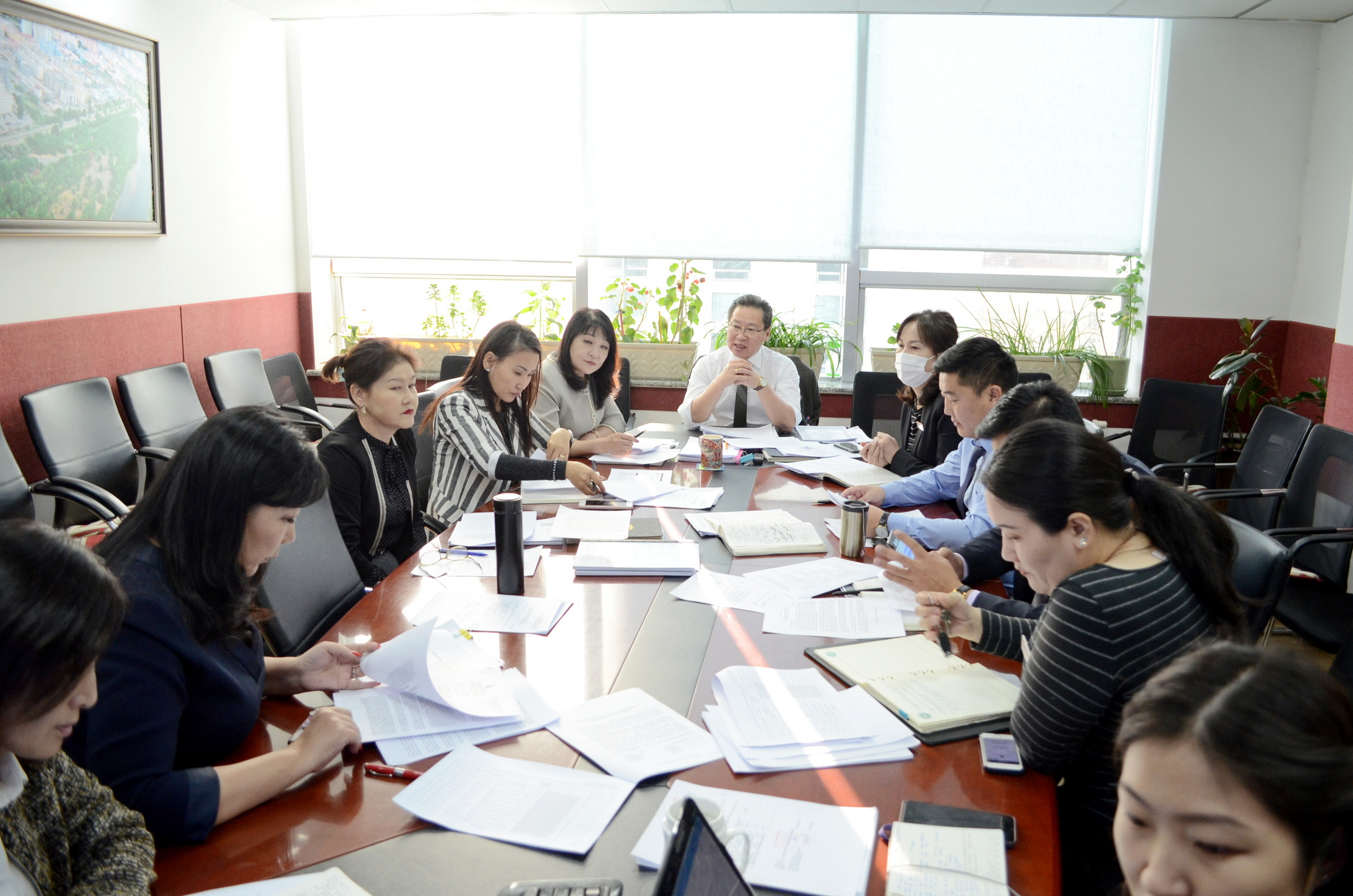 Улаанбаатар хотын Ерөнхий менежерийн Зөвлөлийн хурал хуралдаж байна